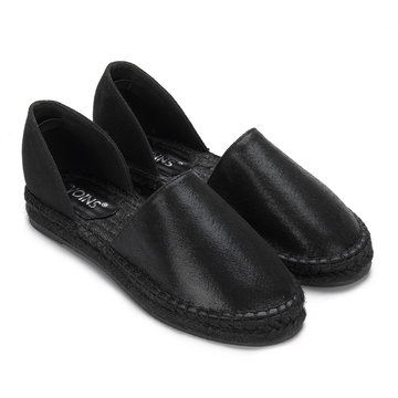 Black Hollow Round Toe Slip-on Flats