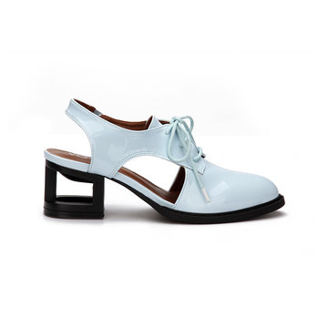 A luz azul do olhar do couro do salto oco Lace up Slingback Shoes