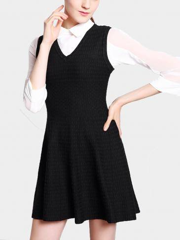 Jacquard Sleeveless V Neck Knit Dress in Black
