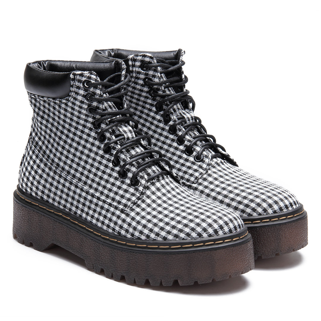Grid Pattern Lace-up Gum Sole Short Boots