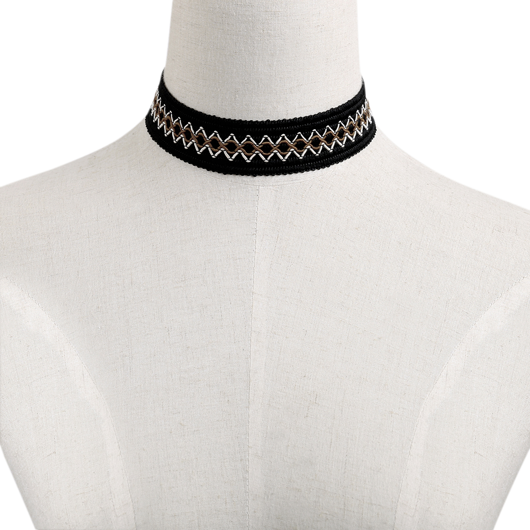 Contrast Color Lace Design Silver Pleated Chain Choker Necklace
