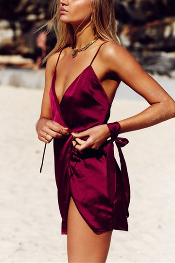 Estilo de férias Self-tie Strappy Mini Dress In Burgundy