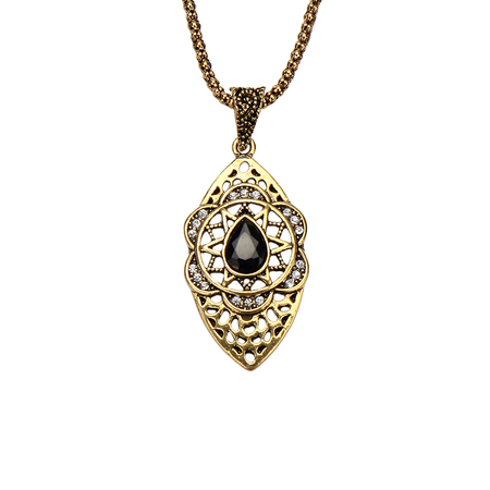 Hollow Out Diamond Embellishment Necklace