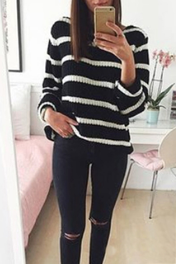 Classic Round Neck White et Black Color Stripe Knit Jumper