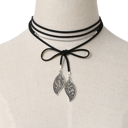 Black Velvet Ribbon Hollow Foglie lunga collana ciondolo