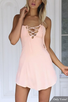 Criss-Cross Hollow Front y Backless Mini Vestido en Rosa