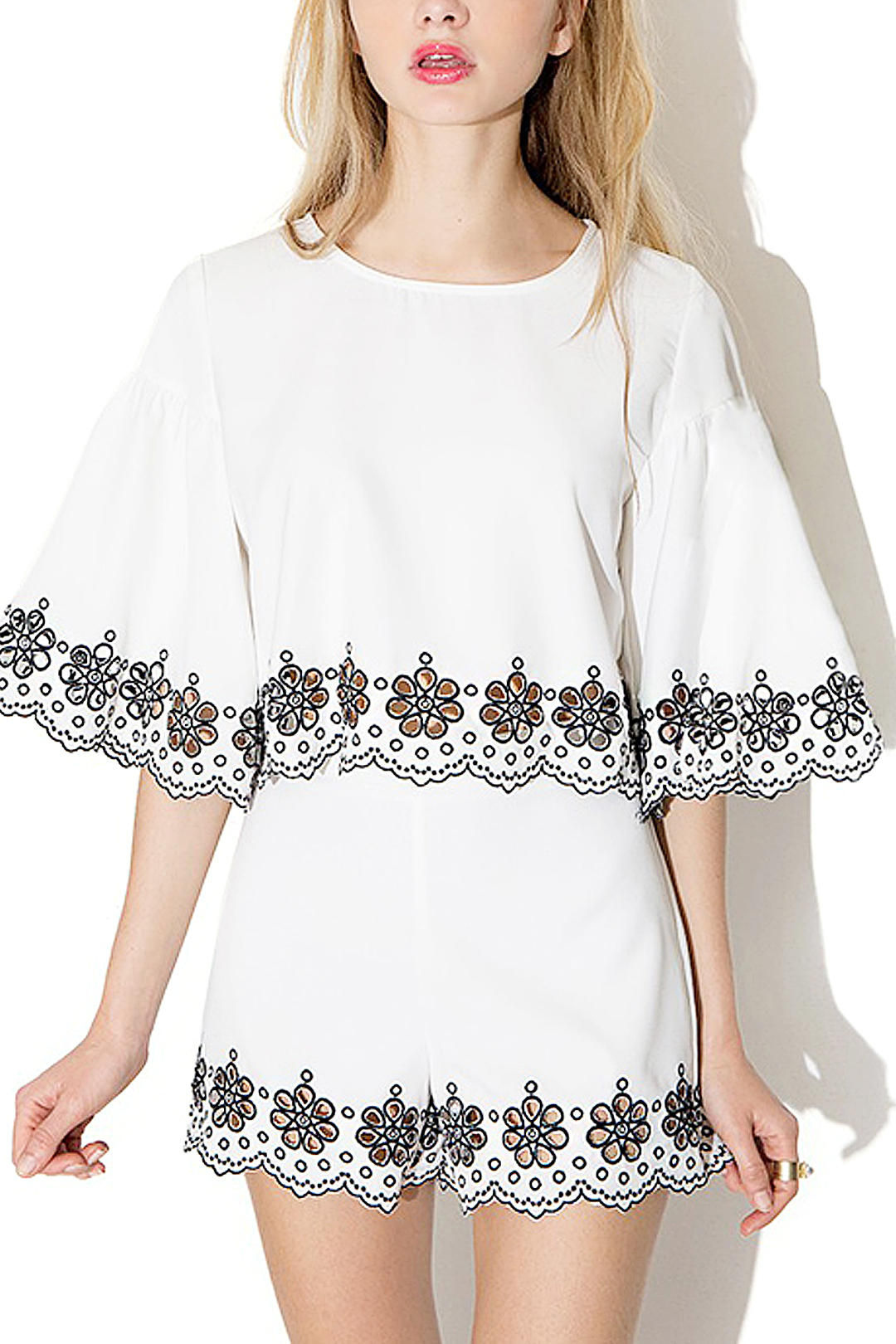 White High-rise Waist Embroidered Details Shorts