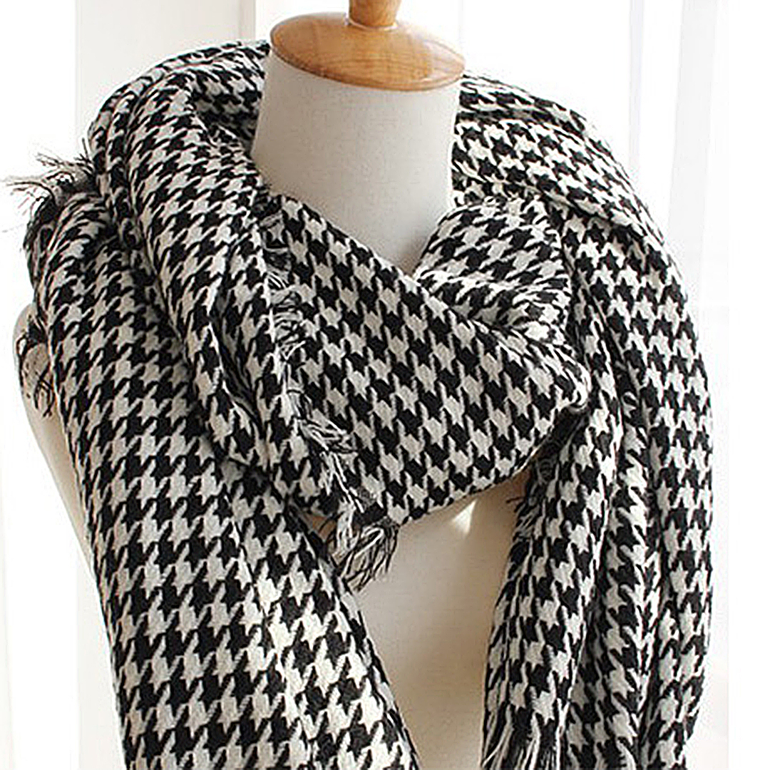 Wrap Scarf in Hound Tooth Pattern